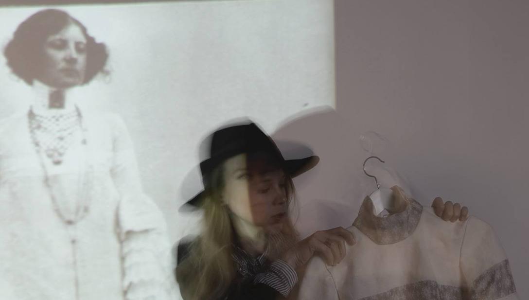 Shooting Emilie Flöge Jugendstil Kleid Leinen Tauben Freiheit Model Tiny Designer Art Noveau Sewing Mode