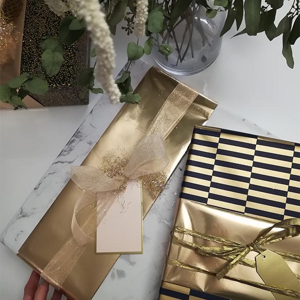 Gold Stripes Streifen Wrapping Presents Geschenke einpacken Geschenkspapier Masche