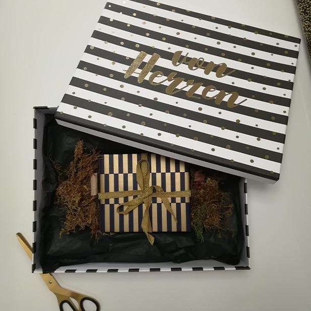 Gold Schwarz Blau Schere Wrapping Presents Geschenke einpacken Geschenkspapier Masche
